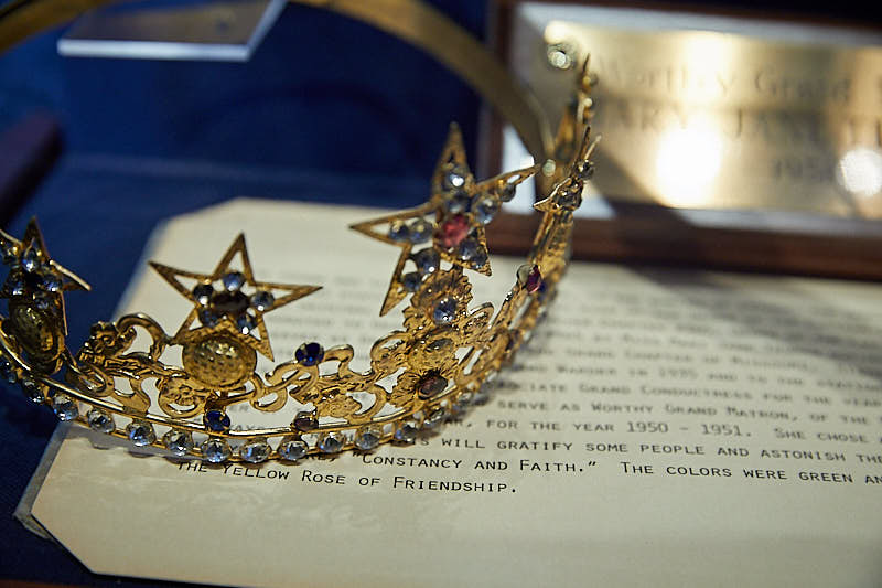 Showcase with crown of jewels and a typed letter.